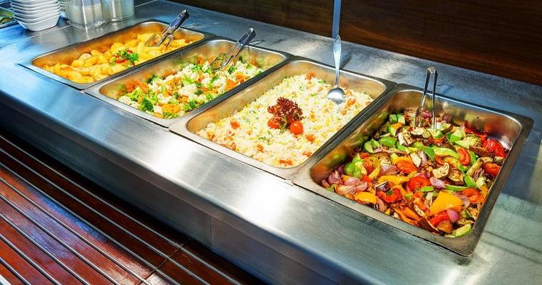 Ce restaurant offre des repas gratuits aux sans-abri tous les jours au lieu de jeter les restes