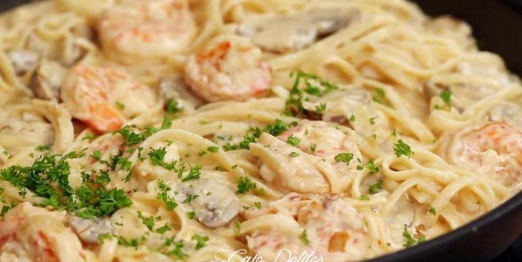 Linguines aux crevettes et champignons sauce crème parmesan à l'ail