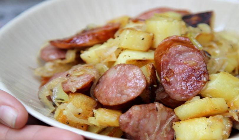 Poêlée aux pommes de terre et saucisse fumée
