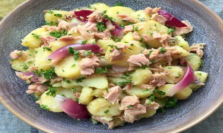 Salade de pommes de terre à l'oignon et au thon