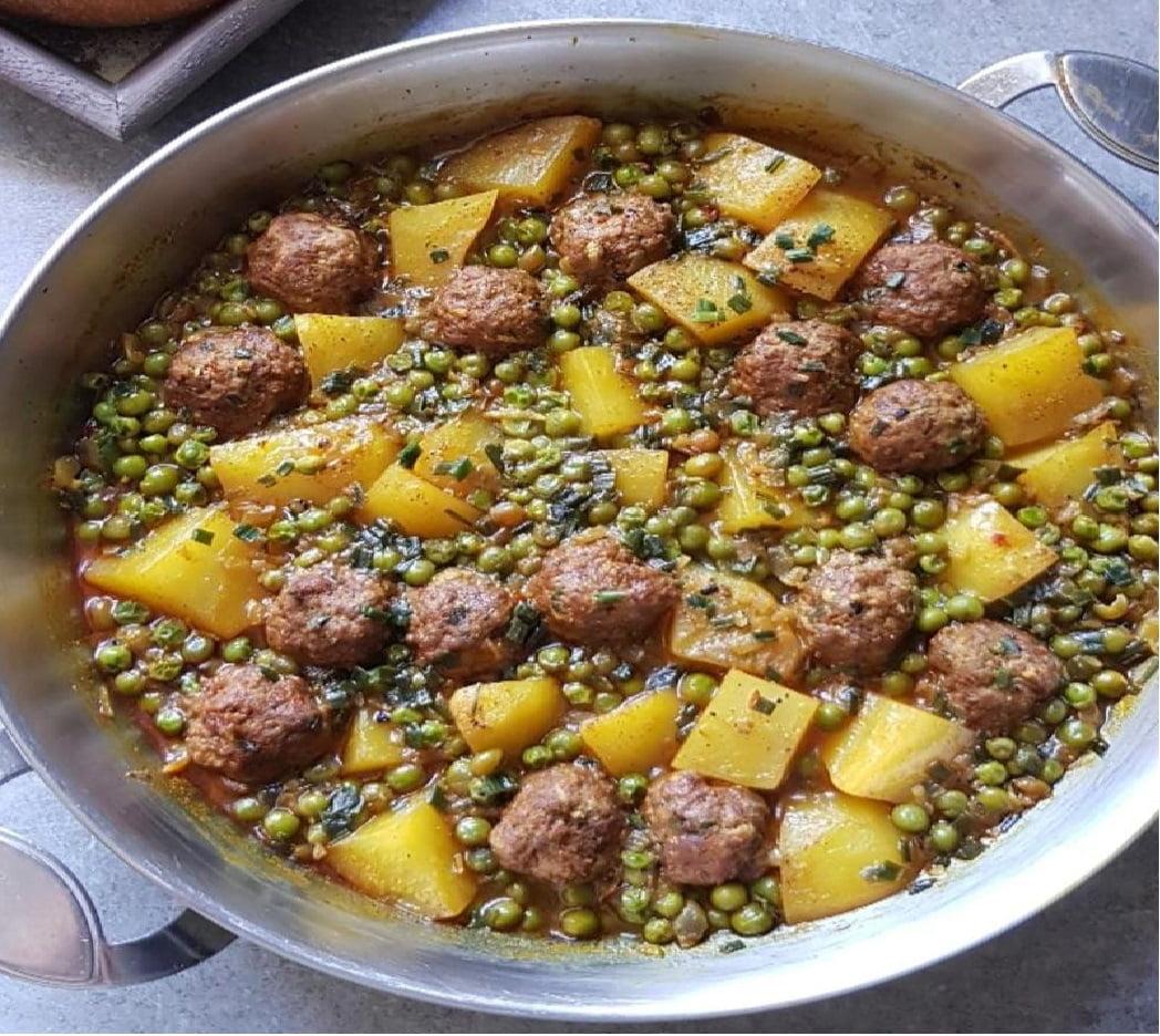 Tajine de viande hachée, petits pois et pommes de terre