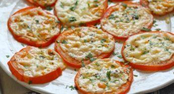 Une entrée débordante de saveurs! Les tomates cuites au Parmesan!