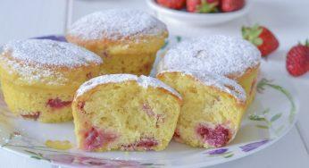Muffins aux fraises et yogourt moelleux